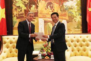 Bộ trưởng Nguyễn Mạnh Hùng muốn Qualcomm có chính sách riêng cho doanh nghiệp Việt