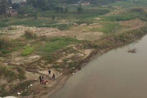 Chở con đi ăn cỗ, hai ngày sau phát hiện thi thể 2 cha con dưới sông Hồng