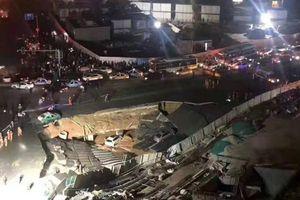 Hàng loạt ôtô sụp hố tử thần giữa đường ở Trung Quốc