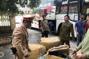 Thừa Thiên Huế: Phát hiện xe ô tô khách chở nhiều hàng hóa không rõ nguồn gốc xuất xứ
