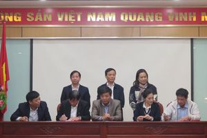 Chuyển giao- tiếp nhận 6 CĐCS Chi cục Thuế huyện về trực thuộc Công đoàn Viên chức Thành phố