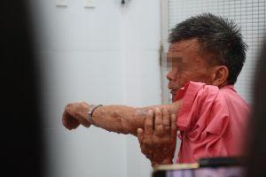 Thầy giáo dạy Toán mang đôi chân biến dạng suốt 20 năm lên bục giảng