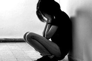 Bị bạn trai hành hạ vì không còn trinh trắng, nữ sinh tự tử
