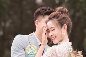 Bạn gái tung ảnh cưới giấu mặt chú rể, người hâm mộ vẫn gửi lời chúc tới cầu thủ Phan Văn Đức