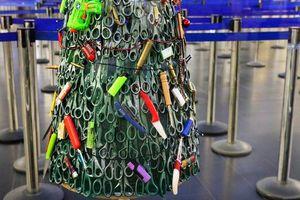 Cây thông Giáng sinh nguy hiểm nhất của năm và thông điệp đi kèm