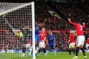 Victor Lindelof đá phản lưới nhà, MU ngậm ngùi chia điểm với Everton