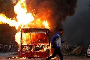 New Delhi chìm trong bạo lực, sinh viên đụng độ nảy lửa với cảnh sát