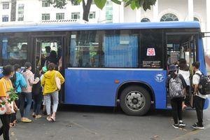 Xe buýt cũng… du xuân