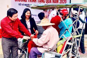 Hội Chữ thập đỏ thành phố Nha Trang: Trao 100 suất quà cho người nghèo