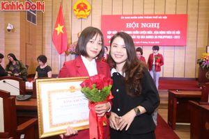 Hotgirl Hoàng Thị Loan và các VĐV rạng ngời tại lễ biểu dương của TP Hà Nội