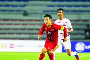 Hùng Dũng, Quang Hải trong cuộc đua Quả bóng vàng