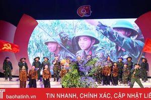 Gần 1.000 học sinh tiểu học ở TP Hà Tĩnh vui hội 'Trang sử em yêu'