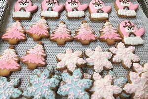 Mỗi ngày bán cả trăm chiếc, hàng bánh Noel 'đuổi khéo' không hết khách
