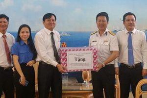Phó Chủ tịch HĐND tỉnh Khánh Hòa thăm, tặng quà các đơn vị quân đội