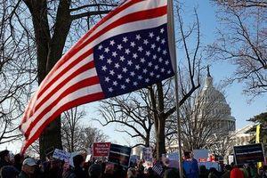 Bỏ phiếu luận tội ông Trump: Tranh cãi kịch tính 10 giờ chưa xong