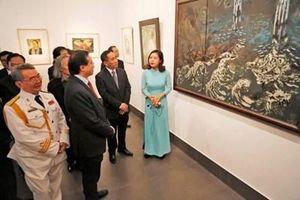 Trưng bày 58 tác phẩm khắc họa chân thực hình ảnh Bộ đội Cụ Hồ