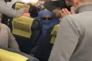 Nữ hành khách gào thét tự xưng khủng bố, có 5 quả bom và cho làm nổ tung máy bay