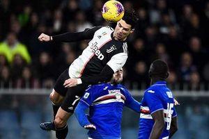 HLV Sarri nói gì khi Ronaldo bật nhảy 2,56 m để ghi bàn
