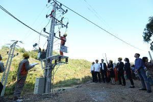Gian nan đưa điện lưới quốc gia lên các thôn bản vùng cao