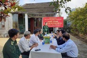 Đồn Biên phòng Non Nước sửa chữa nhà cho các hộ nghèo