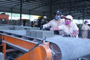 Sản xuất và sử dụng gạch không nung - Quy trình dưỡng hộ cần được tuân thủ
