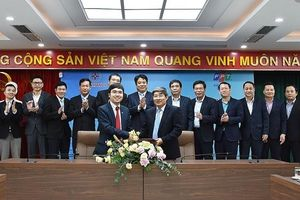 Ký thỏa thuận hợp tác 'Chuyển đổi số EVN HANOI'