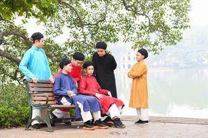 Những đứa trẻ quảng bá áo dài ngũ thân truyền thống