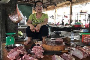 Người bán và người mua đều 'méo mặt' vì giá thịt heo tăng cao