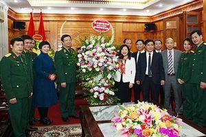 Phó Chánh án TANDTC Nguyễn Thúy Hiền chúc mừng TAQSTW nhân ngày 22/12