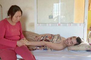 Diệu kỳ tình mẹ giành lại sự sống con trai sau 7 tháng bất động