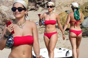 Rita Ora nảy nở hút mắt với áo tắm 2 mảnh nhỏ xíu