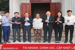 Đoàn ĐBQH Hà Tĩnh bàn giao nhà nhân ái cho gia đình hoàn cảnh khó khăn