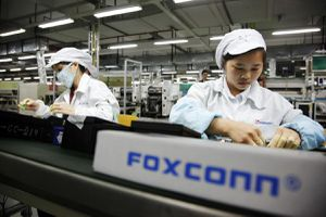 Công nhân Foxconn ăn trộm linh kiện iPhone, kiếm lời tới 43 triệu USD