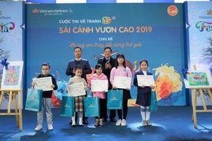 Vietnam Airlines tổ chức Lễ trao giải và triển lãm tranh cuộc thi 'Sải cánh vươn cao'