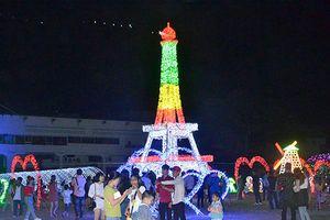 Hàng triệu bóng đèn led chiếu sáng tháp Eiffel, núi Phú Sĩ tại Vũng Tàu