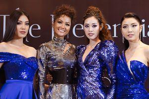 H'Hen Niê hội ngộ top 3 Hoa hậu Hoàn vũ 2019