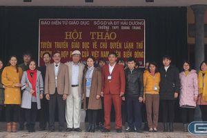 'Ông Biển Đông' kể chuyện biển đảo với học sinh trường cấp 3 Quang Trung