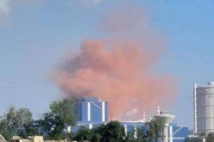 Cột khói màu hồng xuất hiện bất thường ở Hòa Phát - Dung Quất