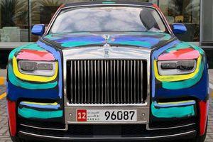 Tác phẩm nghệ thuật đường phố được vẽ trên Rolls-Royce Phantom 2019