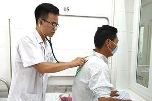 Giữa 'tâm bão' cúm mùa: Đừng làm thay việc của bác sĩ