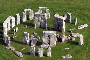 Bí ẩn vòng tròn đá Stonehenge
