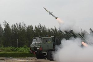 Quân đội Ấn Độ khoe sức mạnh tên lửa đất đối không mới toanh