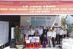 Trao nhà tình nghĩa cho Mẹ VNAH La Thị Biên