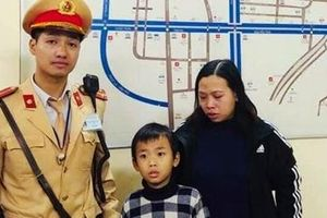 Giúp bé trai 6 tuổi bị 'lạc' khỏi trường mầm non về với gia đình