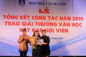 Nhà văn Lê Minh Khuê giành giải Thành tựu trọn đời, 'Thị dân tiểu thuyết' của Nguyễn Việt Hà đoạt giải thưởng văn xuôi