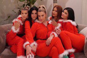 Kylie Jenner và dàn sao Hollywood khoe sắc dịp Giáng sinh