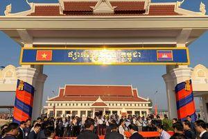 Việt Nam trao tặng Campuchia công trình Chợ biên giới kiểu mẫu