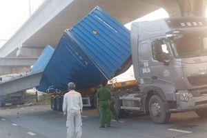 Khẩn trương xử lý vụ xe container húc sập dầm cầu vượt Suối Tiên