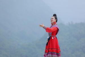 Quán quân Sao mai Lương Hải Yến hóa thân thành cô gái Mông hát 'Bài ca trên núi'