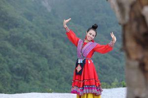Sao mai Lương Hải Yến quyến rũ vì sự mộc mạc với 'Bài ca trên núi'